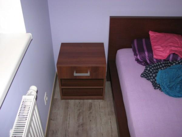 noční stolek do ložnice